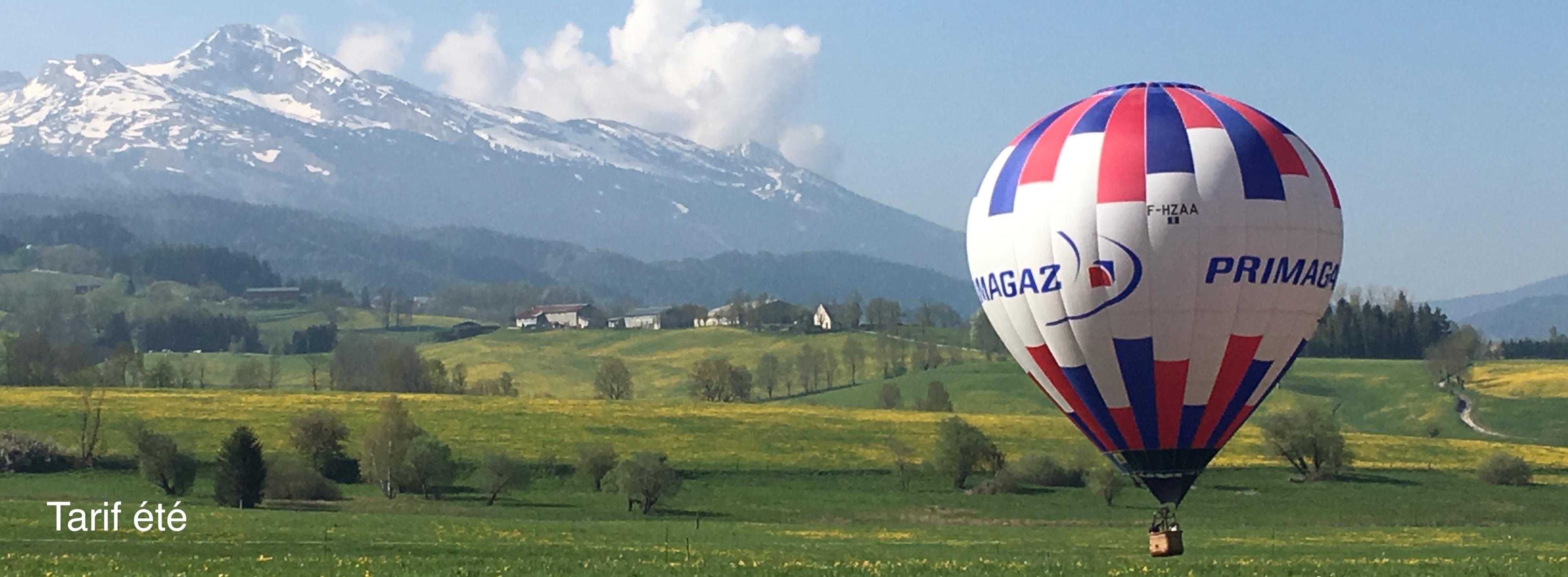 Heissluftballon in dem Val de Lans